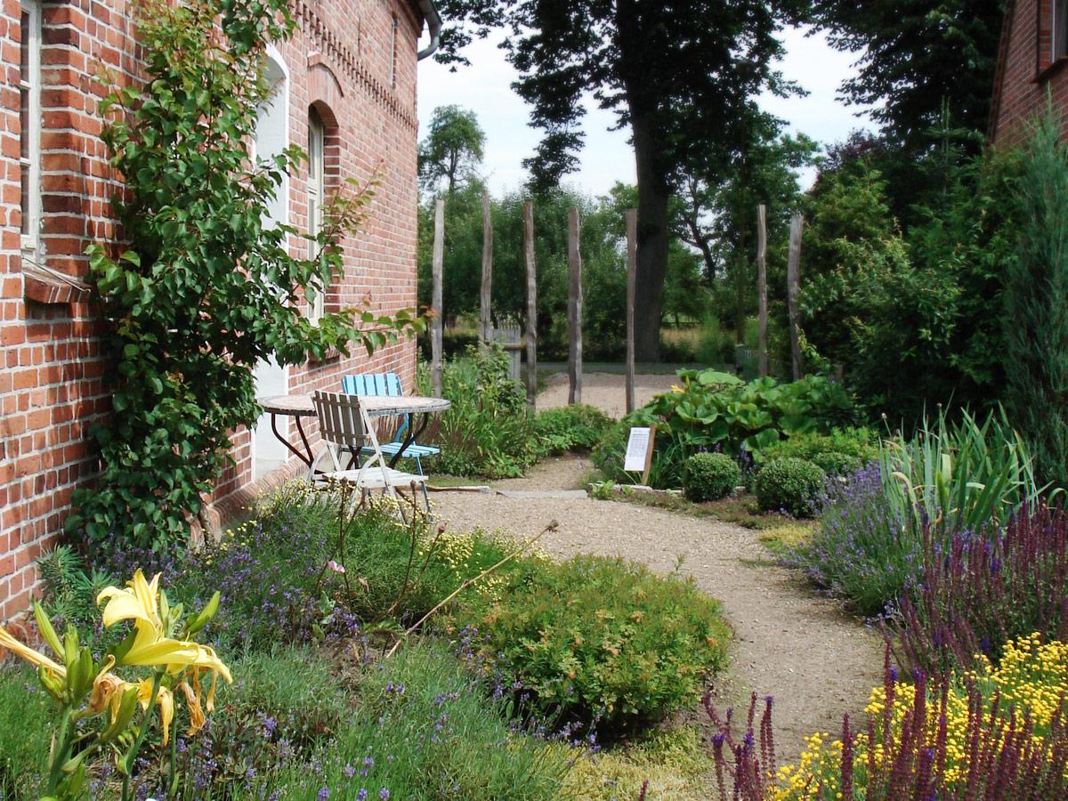 Frühsommer-mediteraner-Garten-2_bea
